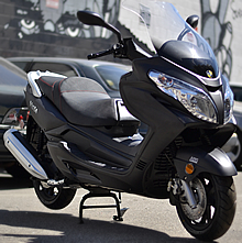 CARB Approved 2020 Amigo 150cc King Size Touring Scooter w/ Big windshield, Radio, MP3, USB Port, SD Card Reader, LED lights, Dual Speakers, Dual Disc Brakes. EPA, DOT, CARB Approved, 99.9% assembled. Free shipping to your door, free DOT approved helmet.