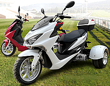"""2021 Ice Bear """"Trifecta"""" 150cc KING SIZE Motor Trike Scooter PST150-2 w/ Windshield & 13"""" Big Tire. Free shipping to your door. Free DOT approved scooter helmet, free 1 year bumper to bumper warranty."""